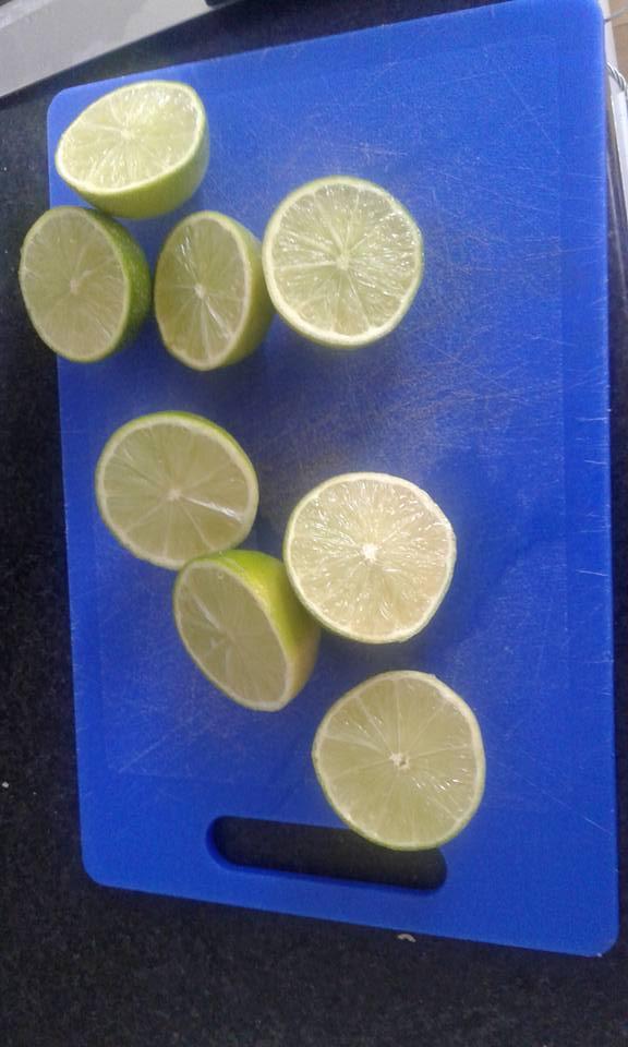 Sliced limes for Mojito ice cream
